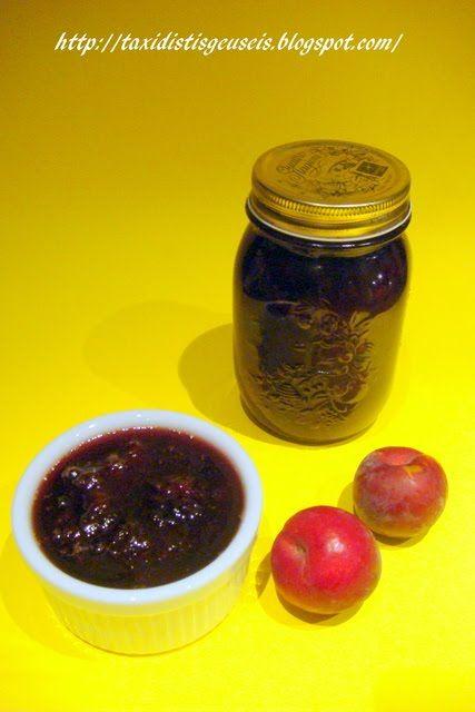 Υλικά για 1 κιλό μαρμελάδα  1 ½ κιλό βανίλιες 6-7 γαρίφαλλα 2 ξύλα κανέλας 500 γρ – 1000 γρ ζάχαρη, ανάλογα πόσο γλυκιά τη θέλουμε ½ κούπα ...