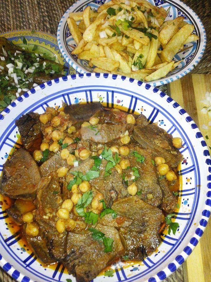 """Un plat typiquement """"Algérois"""" goûteux et savoureux pour les connaisseurs. ☆Ingrédients : ● 1langue de veau ● 5 gousses d'ail hachées ● 1 oignon blanc long émincé ● 1 cas d'huile de tournesol+ 1cac smen(ghee) ● 1/2 cac purée de piment rouge ( dersa) ●..."""