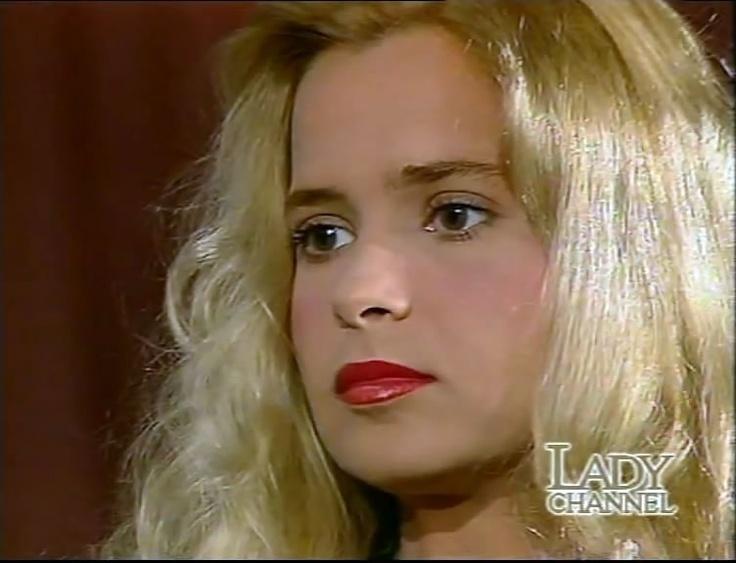 Grecia Colmenares Red Lips 90s Hair Pinterest