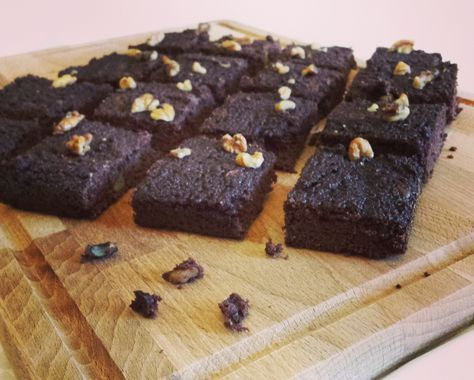 A healthy brownie made with coconut flour! Not comparable with the original one, but definitely worth trying...