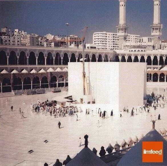 A rare picture of the kabah when it was hidden behind partitions for refurbishment