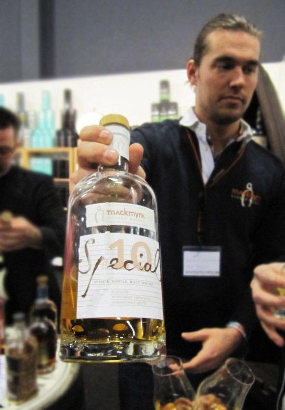 Mackmyra Special 10:Kaffegök at Whiskymessen.dk 2013 - Read a review here: http://whisser.com/2013/04/22/mackmyra-special-10-kaffegok-whiskymessen-2013/