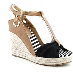 @Overstock - Created in 2009 by the designers of Pour La Victoire shoes, Kelsi Dagger shoes offer the same chic style and high-fashion designs as Pour La Victoire shoes--but they're made for juniors. Kelsi Dagger shoes take their name from a popular showgirl and...http://www.overstock.com/Clothing-Shoes/Kelsi-Dagger-Womens-Ricky-Brown-Light-Sandals/6761109/product.html?CID=214117 $67.99