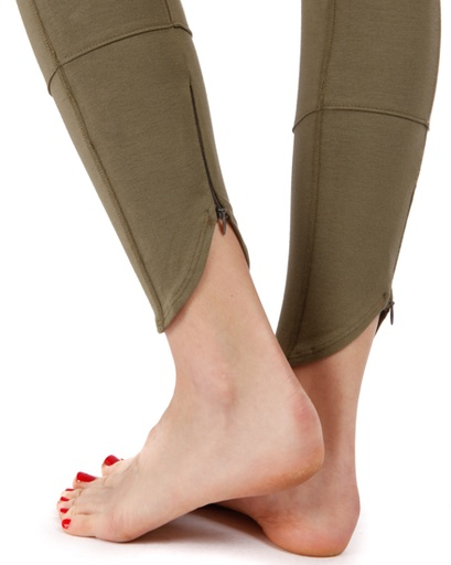 Delightful detail for yoga moves and more.  http://www.junoandjove.com/store/scallop-seamed-legging-by-clary-sage-organics/dp/10477