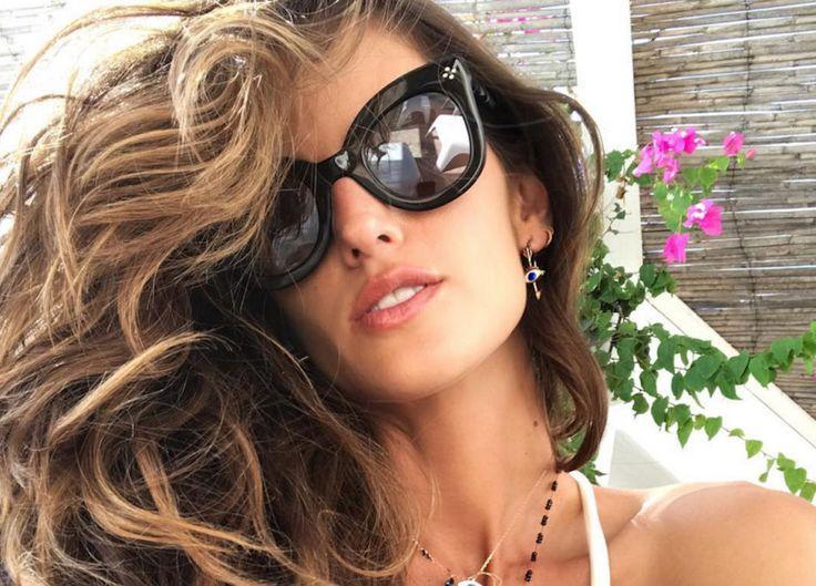 Look da spiaggia. Alle star piace selvaggio  https://www.vanityfair.it/beauty/beauty-star/2017/08/02/star-al-mare-look-capelli-bellezza-foto
