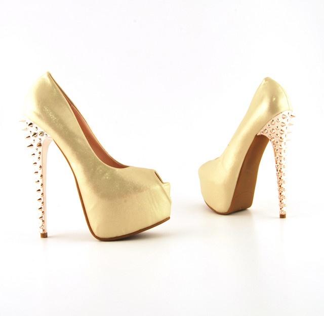 Pantofi Reda 2 Aurii >> Click pe poza pentru a vedea pretul. #pantofi #pantofisenzationali #newfashionromania #pantofiieftini