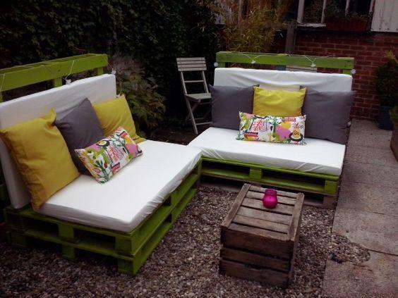 6 pallets, 2 garden sofas:
