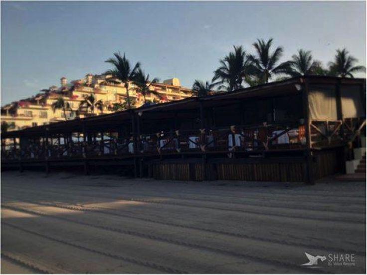 拉 里维埃拉 酒店 因为巴雅尔塔港 和谢拉 马德尔  壮丽景色而出名的。再说这里您可以享受墨西哥,西班牙,国际精致的菜,高雅的肉类,新鲜的海鲜,高级烹饪术的汉堡包,各种各样的沙拉,酸橘汁腌鱼,墨西哥传统烹调