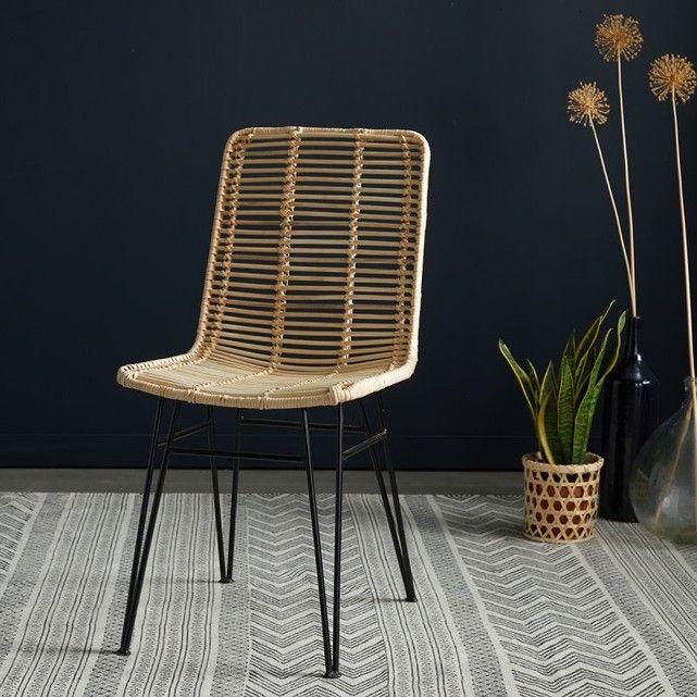 Vous aimerezle charme naturel et authentique durotin, et son allure vintage.Cette chaise en rotin naturel avec ses pieds en métal saura se glisser dans toutes les pièces de la maison avec beaucoup de style. Une chaise en rotin entre tradition et tendance, facile à associer avec une déco rustique, campagne, vintage ou chic. Avec l'association de ses pieds métal, elle pourra aussi s'associer à une déco industrielle. CARACTERISTIQUES : Couleur : Rotin naturel et pieds noirs. Dimensio...
