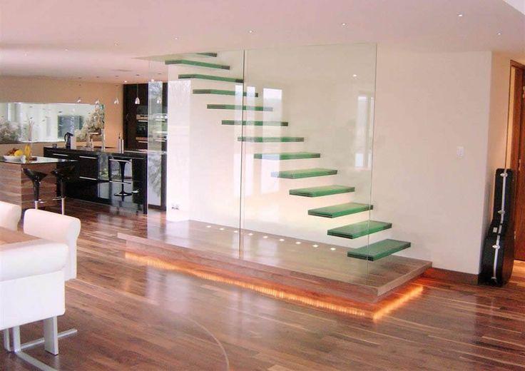 Стеклянные ступени для интерьера дома, кафе, офиса - Заказать стеклянные ступени компания First line