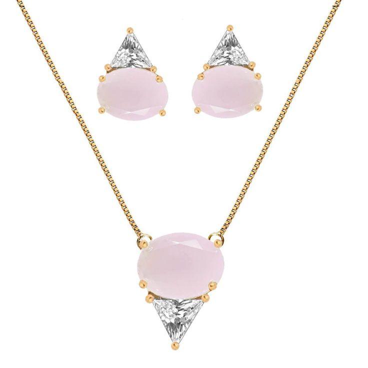 Conjuto de colar e brinco bola e triângulo com cristal branco e quartzo rosa folheado a ouro 18kPossui extensor de 5 cmDimensões aproximadas:Comprimento da corrente: 45 cmComprimento do pingente: 1,5 cmLargura do pingente: 1,2 cmComprimento do brinco: 1,3 cmLargura do brinco: 1 cmA New Bijoux oferece a garantia de 1 ano no banho desta peça.