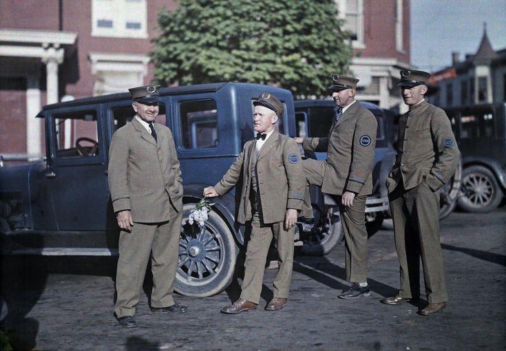 1929. Геттисберг, штат Пенсильвания – четыре гида ждут туристов для экскурсии по полю битвы при Геттисберге.