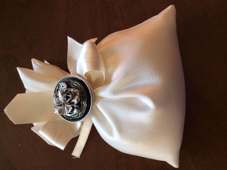 Decorazione per sacchetti i confetti matrimonio realizzate con cialde da Vilma Perego Milano