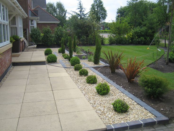 Marshalls saxon paving with golden gravel and blue black for Paved garden designs ideas