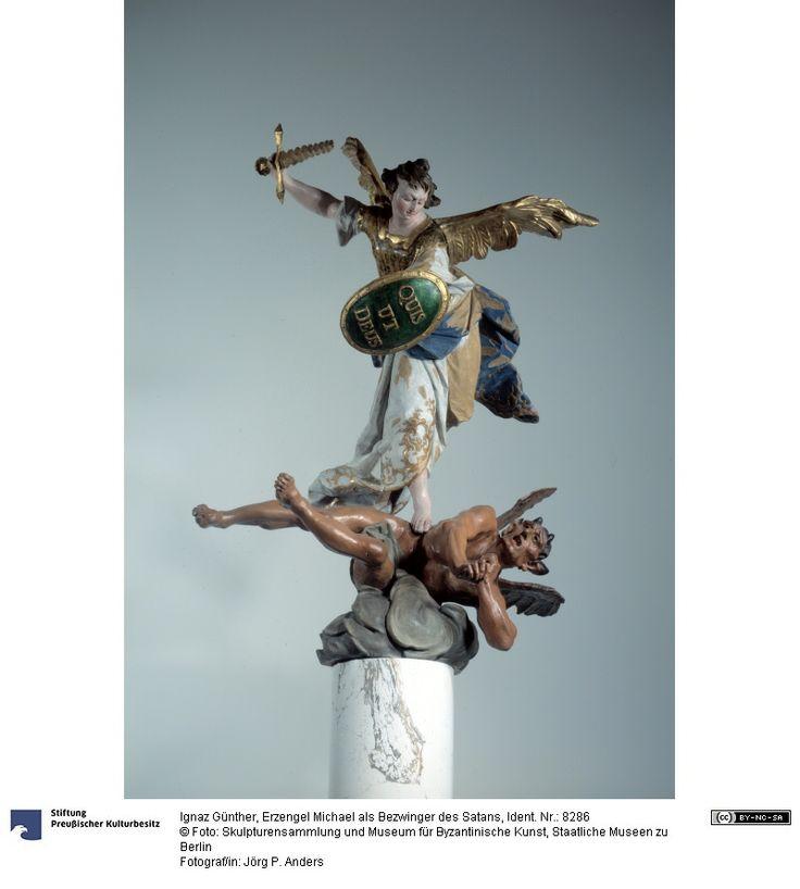 Archange Michael en tant que vainqueur de Satan Figure Ignaz Günther (22/11/1725, Altmannsteinstrasse - 26/06/1775, Munich), sculpteur 1760 Origine stylistique: Bavière Bois de tilleul avec la version originale Hauteur: 95 cm  Largeur: 70 cm  Profondeur: 63 cm