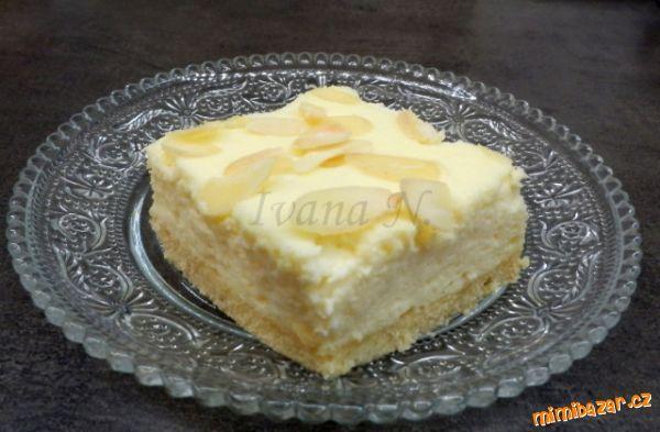 Nadýchaný tvarohový koláč s mandlemi