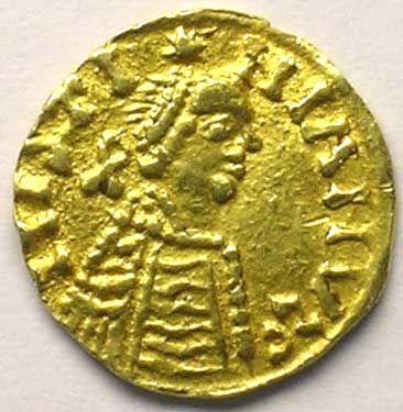 Monnaies mérovingiennes Bourgogne Royaume franc de Bourgogne Trémissis pseudo-impérial au nom de Justinien I   (env. 550-575)- BRUNEHAUT 2)BIOGRAPHIE 2.4.2: CONFLIT ENTRE THIBERT ET THIERRY (610-612), 1: L'objet du conflit est l'Alsace, attribuée à THIERRY à la mort de Childebert. Thierry élève des revendications et passe à l'offensive en 610. Après plusieurs péripéties, THIBERT est fait prisonnier, puis il est assassiné à Chalon sur Saône en 612.