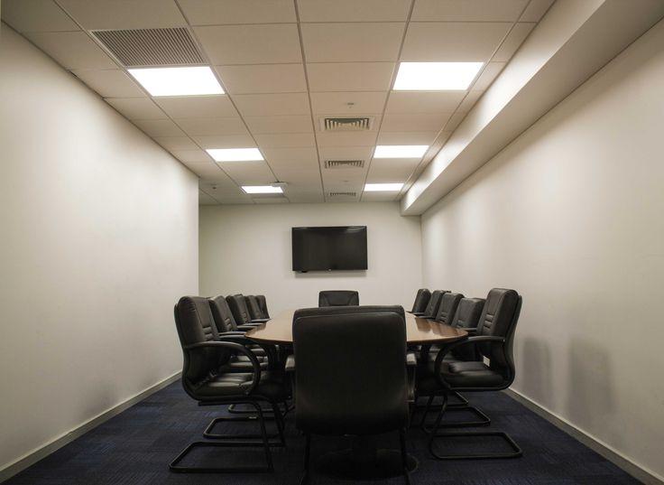 Usa un Panel Led 40W cuadrado para una iluminación ambiental con luz constante y fuerte. Especial para lugares de trabajo