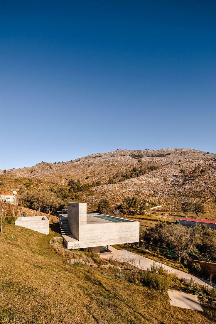 Zufluchtsort mit Ausblick: Ferienhaus von Carvalho Araújo