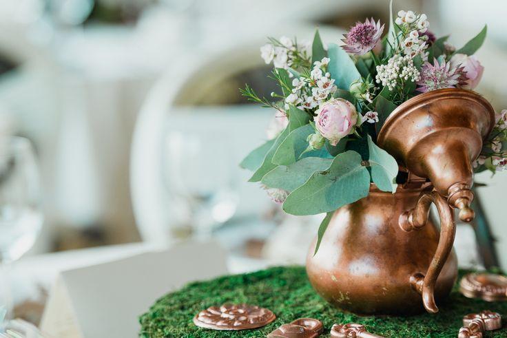 Alice in Wonderland / Vintage Teapot Eclectic Wedding Theme Decor - Satori Art & Event Design  #green #moss #teapot #copper #lantern #candles #eclectic #teaparty #design #decor #wedding #event #flowers #weddinginspiration #tablescape #details #vintage #romania #inspiration #diy #rose #pink #aliceinwonderland #candleholders #keys