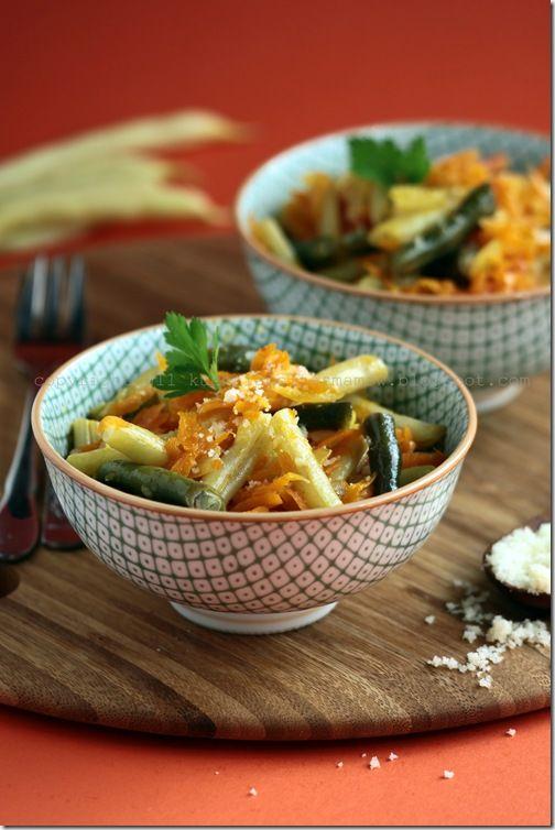 Potrawka z fasolki szparagowej z marchewką i cebulą