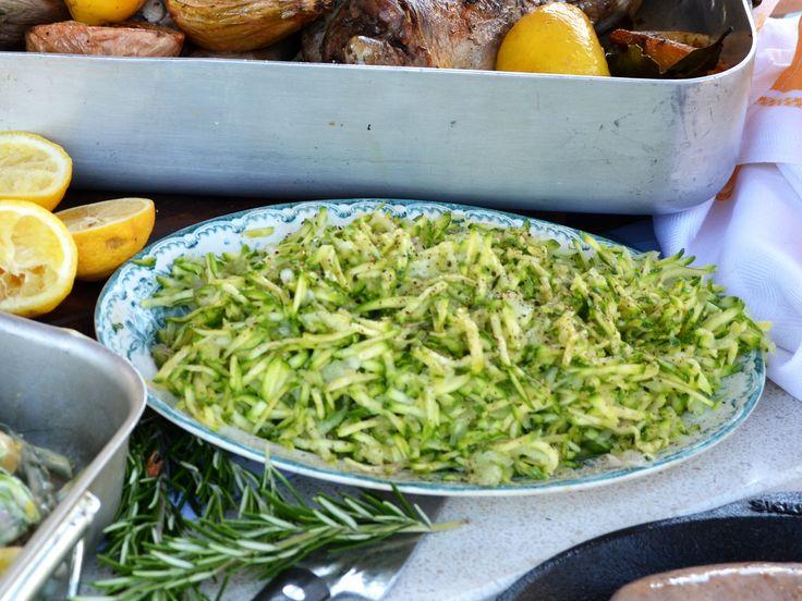 Riven zucchinisallad med silverlök och citron | Recept från Köket.se