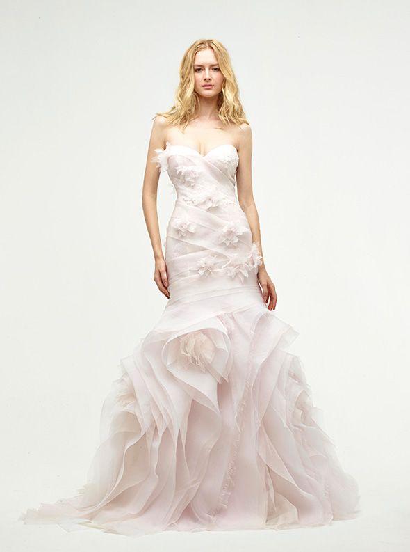 アクア・グラツィエがセレクトした、JENNY LEE(ジェニー リー)のウェディングドレス、JLE1424をご紹介いたします。