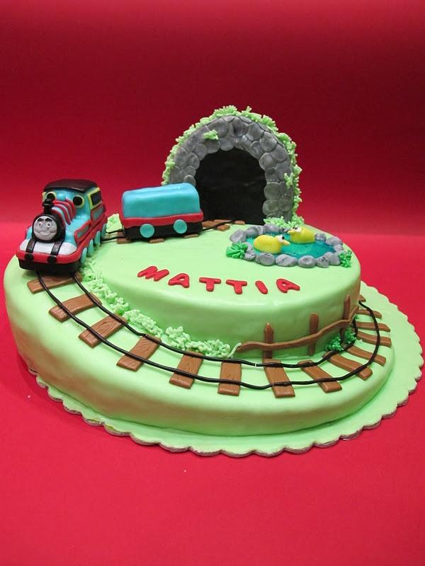 trenino Thomas Cake