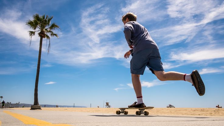 https://flic.kr/p/FTW3Qo   Skater in Venice Beach - Log Angeles, United States - Color street photography   If you like my pictures please support me buying a print from my shop www.pixael.com/en/pictures thanks!  You can follow me on www.facebook.com/giuseppemilophoto twitter.com/pixael_com instagram.com/pixael/