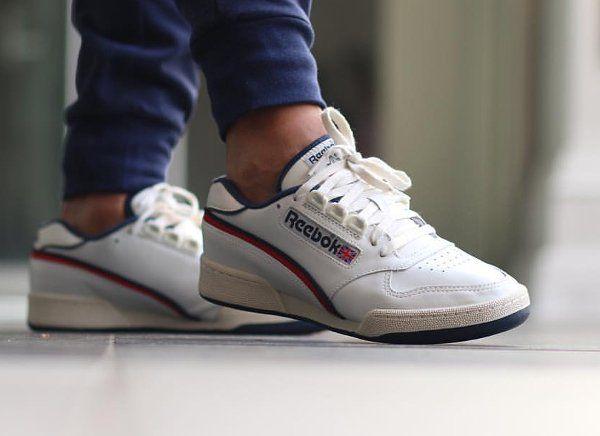 Un gros plan en images sur la version rétro de la Reebok ACT 600 de 1985, une sneakers de tennis pour homme (printemps 2016).