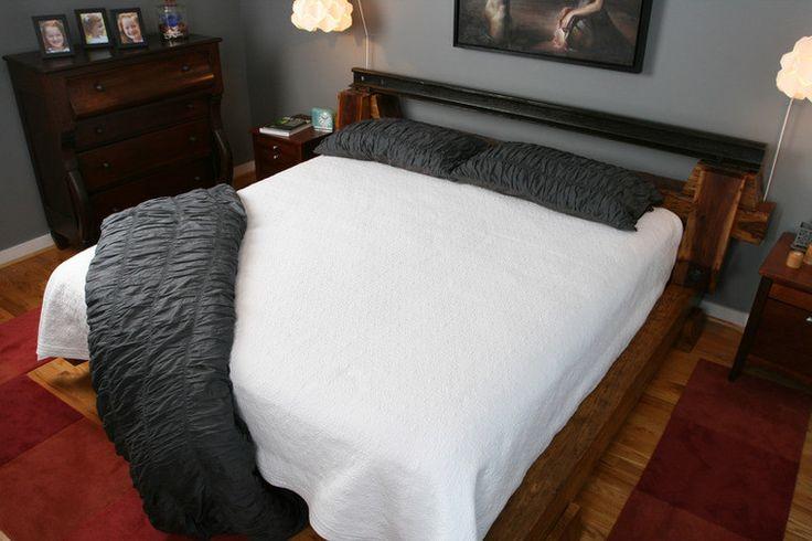 Роскошная кровать с применением шпал и рельсов