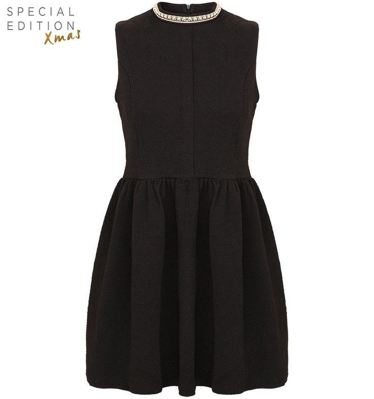Zwarte jurk met diamanten kraag