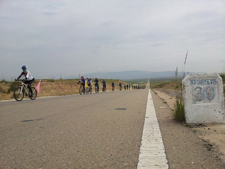 continuous slope is really difficult Cycling around the Qinghai Lake of China