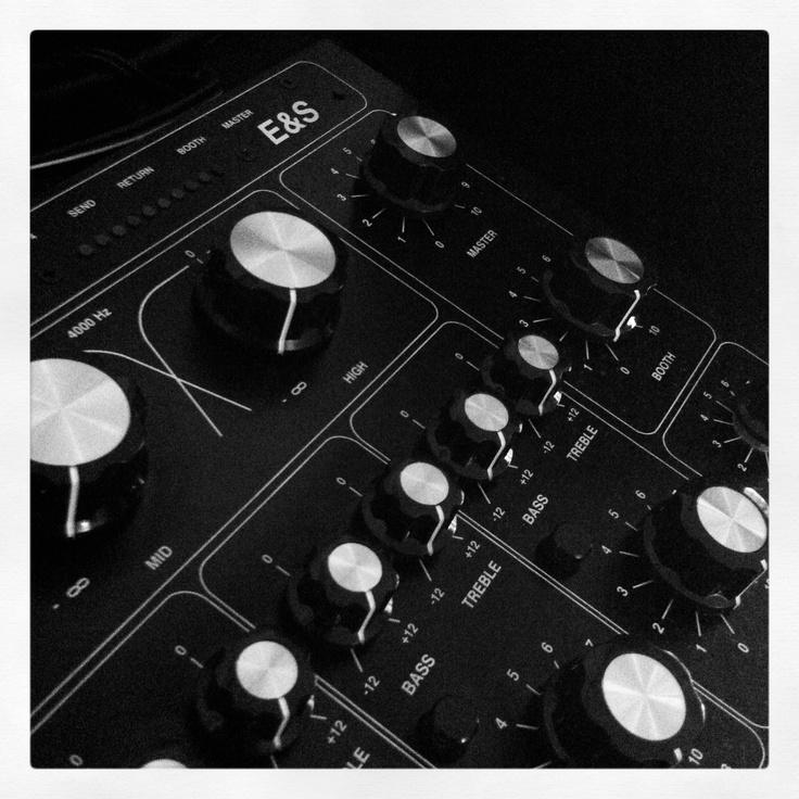 E & S DJR-400 Mixer