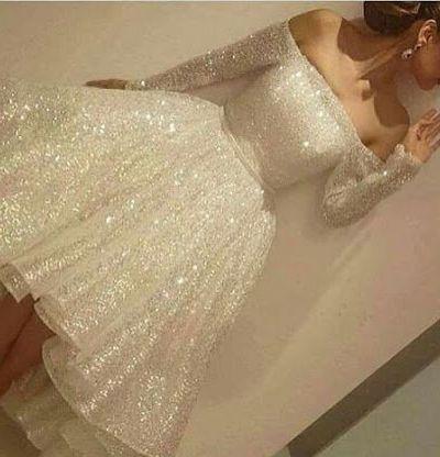 Cekinowa sukienka bez ramion