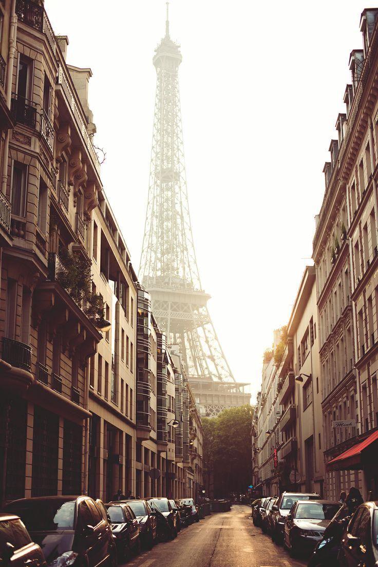 Paris / Gary Pepper Girl
