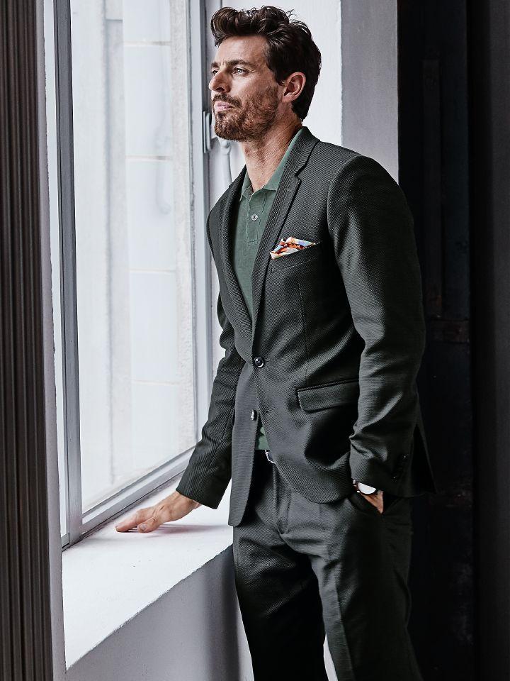 die besten 25 graue anz ge ideen auf pinterest grauer anzug hochzeit trauzeugenkleidung grau. Black Bedroom Furniture Sets. Home Design Ideas