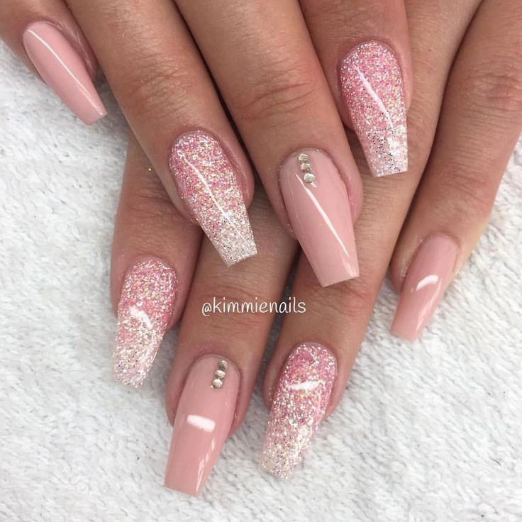 Nude Pink, Glitter Dish mit Pink & Diamond und ein paar Stones👌🏼 #nails # Nail Polish #nagged …