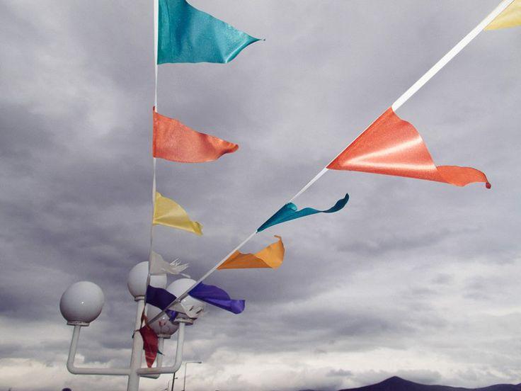 Κόκκινα, κίτρινα και μπλέ.. σημαιάκια! Ν' ανεμίζουν.. και να διώχνουν τα γκρίζα σύννεφα! #arive #photo #13_12_2013 #flags #clouds http://ow.ly/rJFtt