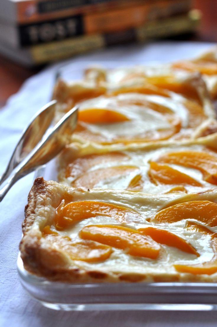 + Ciasto francuskie z twarogiem i brzoskwiniami. Dodałam serek mascarpone