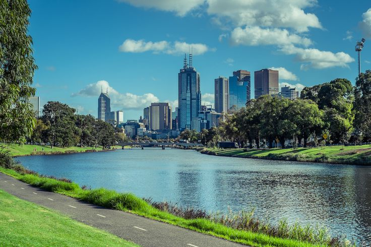 Cosmopolitan Melbourne is an ideal city break for shopping, dining, sport and the arts. Or explore its zoo and beautiful green spaces.