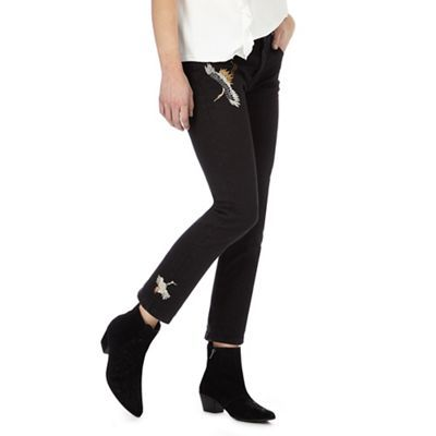 From the 'Nine' collection by Savannah Miller, these jeans are an effortlessly stylish pair with distinctive appeal. They feature charming crane embroidery threaded with metallised golds and ivories on a muted black base, while the cropped length offers comfort during the warmer season.