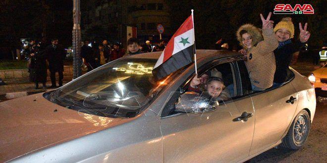 بالصور والفيديو أهالي حلب يحتفلون بانتصارات الجيش وتحريره القرى والبلدات غرب المدينة وشمالها من الإرهاب Aleppo Video News