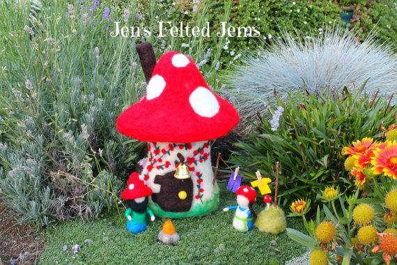 Delux gnome/fairy toadstool house Waldorf by JensFeltedJems