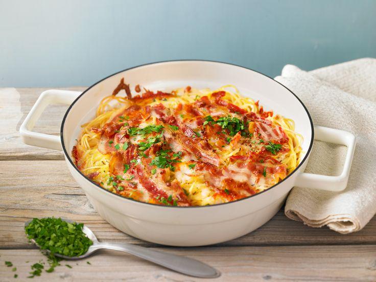 Spaghetti-Auflauf mit Mozzarella, Speck und Knoblauch