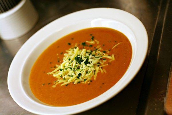 Slät potatis/morot/linssoppa med tomat, via Polichinelle.