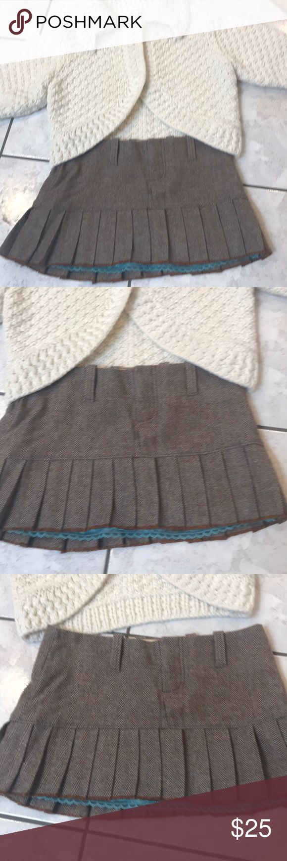 EUC tweed mini skirt w/ blue underneath by A&F CLASSIC MEETS FUNKY AND FABULOUS WITH THIS PLEATED LOW RISE MINI SKIRT IN A BROWN AND LIGHT BLUE HERRINGBONE! LOVE THIS SKIRT TO DEATH! Have in MULTIPLE SIZES - THIS ONE DID NOT GET WORN !! So COME ON SOMEONE!THIS IS TOO CUTE TO IGNORE Abercrombie & Fitch Skirts Mini