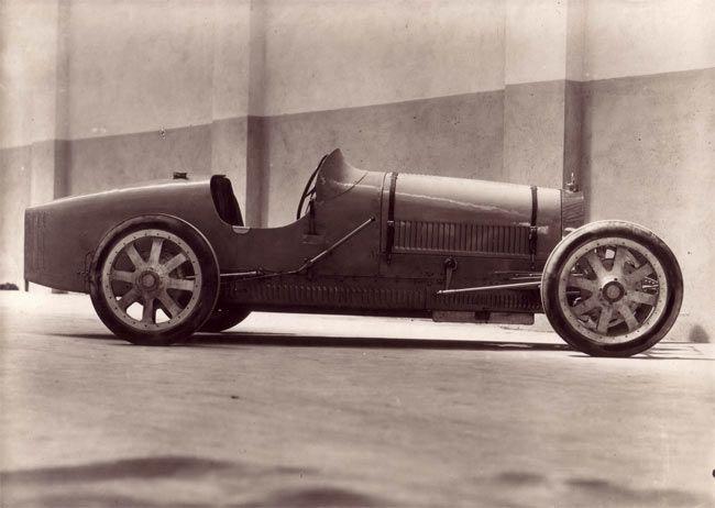 Bugatti Type 35 (1924) Châssis #4323 Prototype. Considérée comme l' archétype de la voiture de sport des années folles. Monture d'André Derain, de Paul Morand et de bien d'autres...