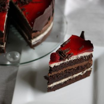 Sjokoladekake med Smørkrem og Bringebærgelé