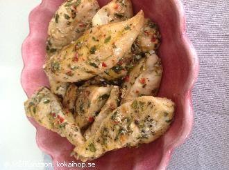 Örtmarinerade kycklingfiléer med chili